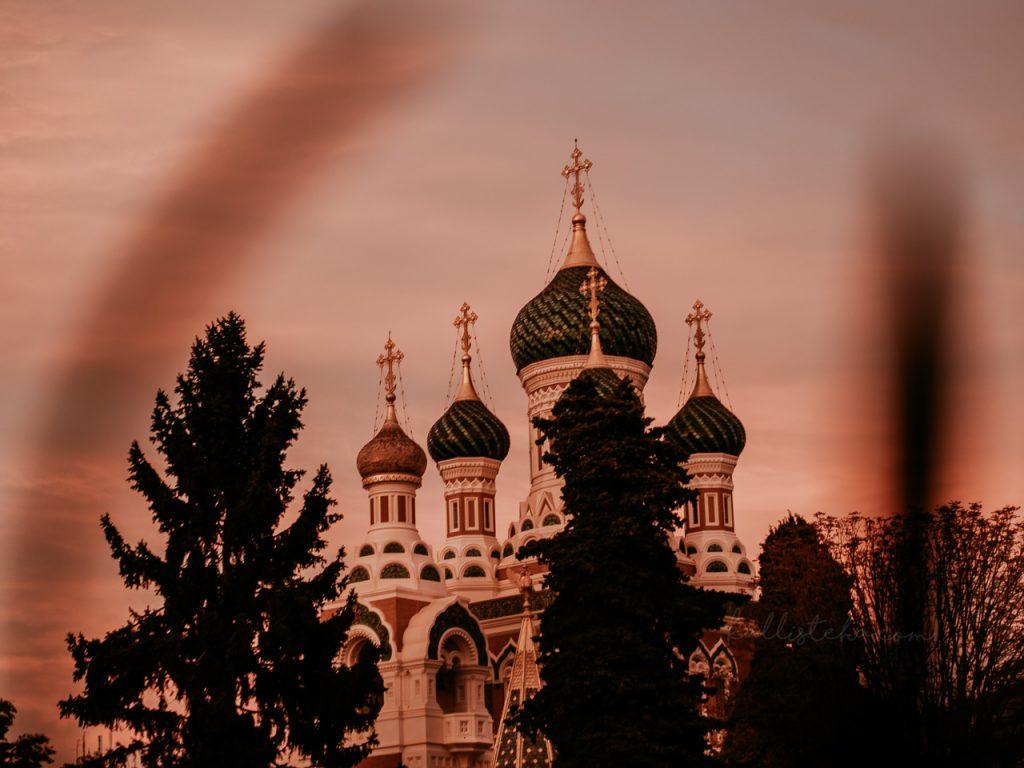 Visiter Saint-Pétersbourg sans bouger de Nice, oui c'est possible ! Suivez le guide ! Carnet de voyage, reportage photo et anecdotes pour bien profiter de la Cathédrale russe Saint Nicolas II - Kallisteha, voyages et vérités