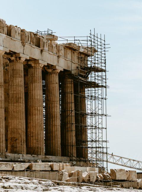 Vestiges de l'Acropole - Guide d'Athenes sur une journée : De l'Acropole au stade panathenaique en passant par le Zappeion, voici toutes mes bonnes adresses ! - Kallisteha, voyages et vérités