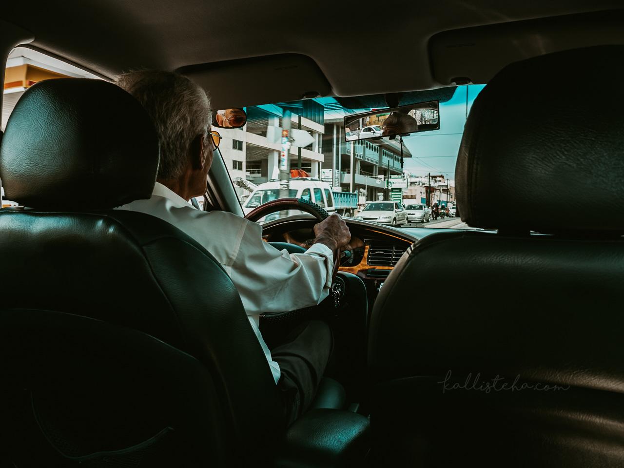 Quand Teris, chauffeur de taxi, devient ton guide touristique pour ta journée à Athènes. De l'Acropole au stade panathenaique en passant par le Zappeion, il aura su me souffler toutes ses bonnes adresses ! - Kallisteha, voyages et vérités